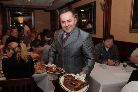 """ Ben & Jack's Steakhouse Celebrates Opening of Fifth Avenue Location with Ribbon-Cutting Ceremony"""